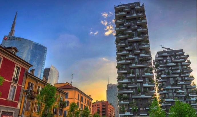 """由意大利Stefano Boeri Architetti建筑事务所设计的绿色建筑""""垂直森林"""",位于意"""