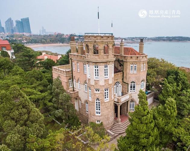 """沿海""""金边儿""""的东海路,台湾路等还都能够见到一排排独栋别墅,因为青岛"""