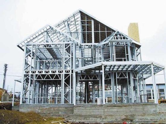 王宏表示,钢材可以循环使用,钢结构的大楼拆下来后,90%都可以再次使用