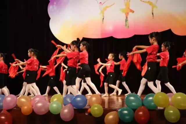 """《小明星大梦想》""""成长的足迹""""舞蹈展演活动"""