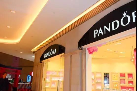 梅龙镇广场内Pandora门店 凤凰网奇点商业实拍