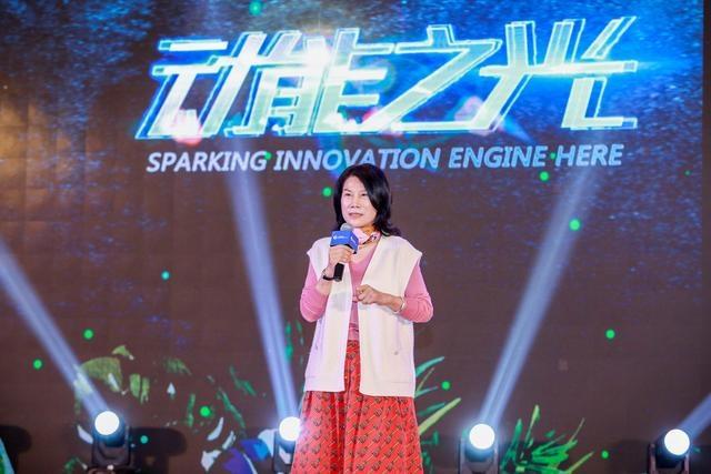 """郑州小姐 家居企业未来之路如何走?""""董小姐""""给了12条建议"""